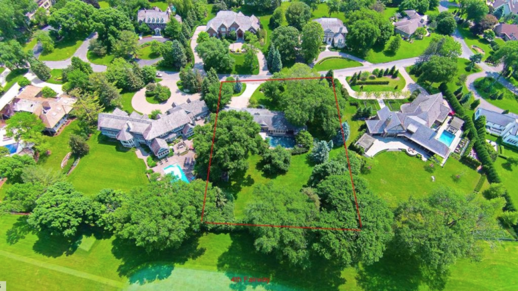 4712 Annaway Drive is a prime tear-down opportunity in Edina's Rolling Green.