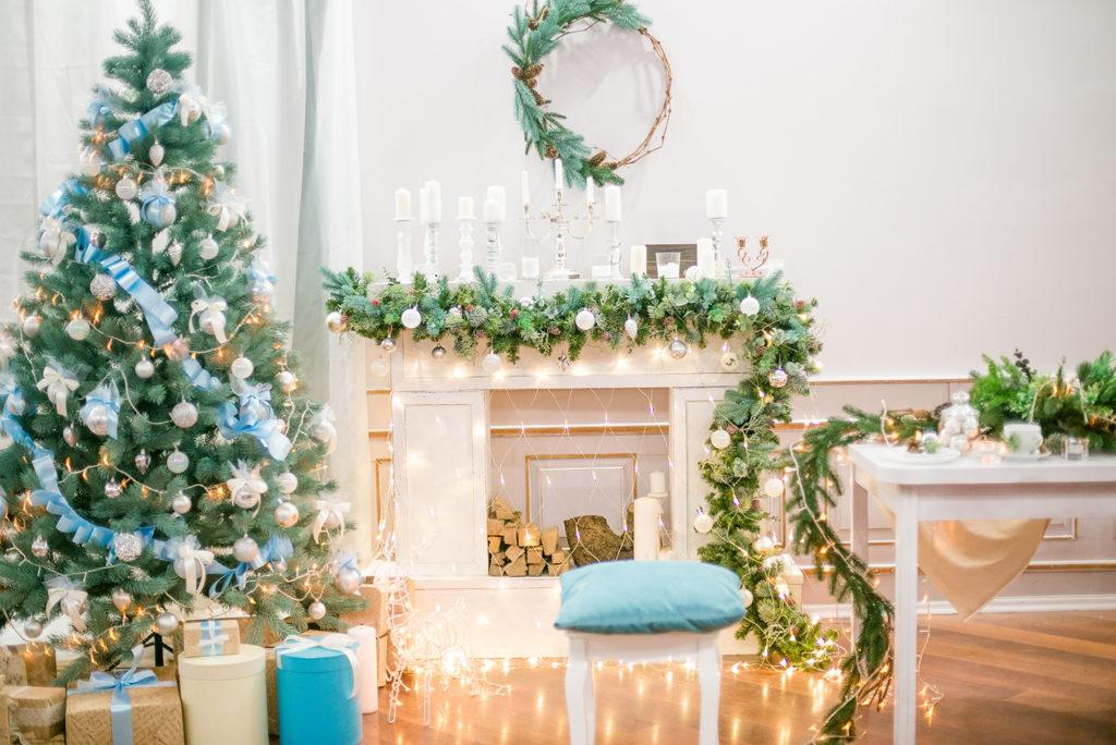 blue and white christmas living room decor