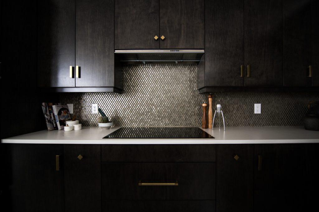 dark kitchen design trends
